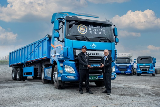 10000th-DAF-truck-built-in-Taiwan-01